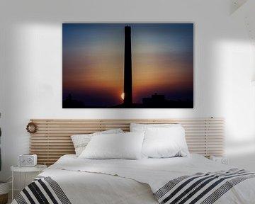 Sonnenuntergang hinter einem alten Schornstein von Paul Hemmen
