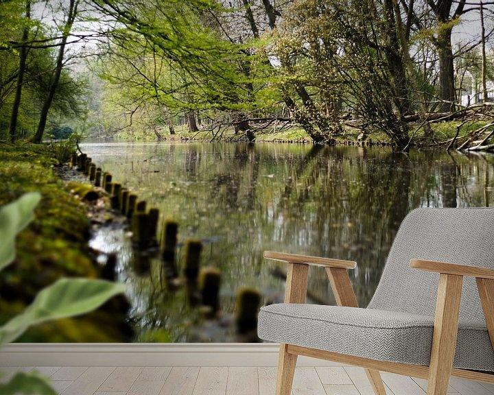 Sfeerimpressie behang: Bomen bij het water van David Muntinga