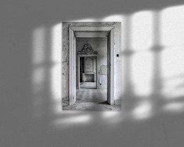 Diepteperceptie van verschillende kamers in oud verlaten kasteel