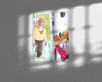 Kleurrijk interieur met dame en bloemstuk