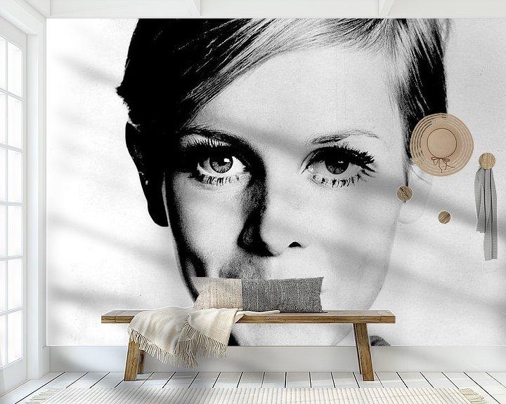 Sfeerimpressie behang: Het model Twiggy, 1966  (gezien bij vtwonen) van Bridgeman Images