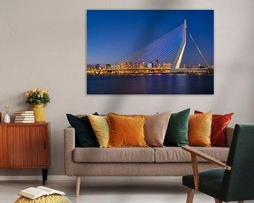 Le pont Erasmus aux couleurs de l'arc-en-ciel