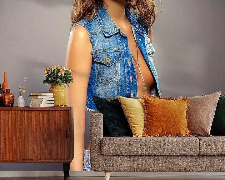 Beispiel fototapete: Sexy Pinup-Modell in Jeansjacke und Hose von Atelier Liesjes