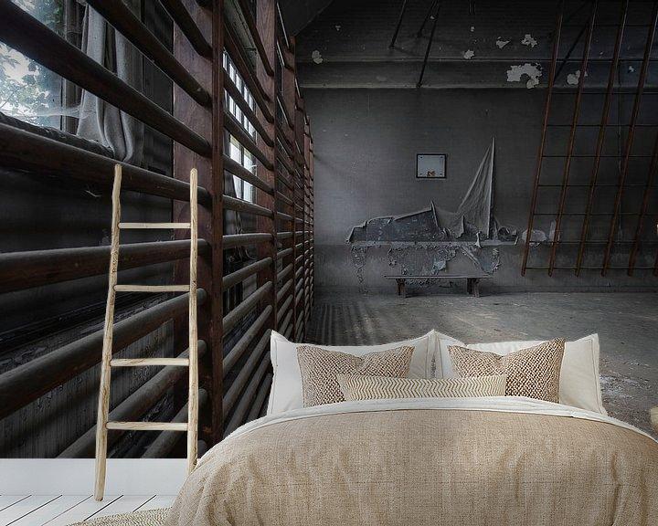 Sfeerimpressie behang: Gym in verval van Ben van Sambeek
