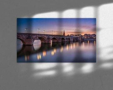 Sint Servaasbrug  - Maastricht in het blauwe uur van Teun Ruijters
