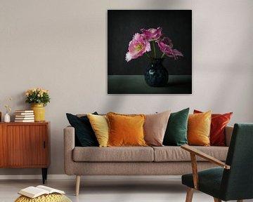 Roze tulp, in de stijl van de Oude Meesters van Joske Kempink