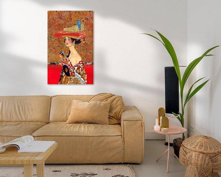Beispiel: Klettern, Frau mit Vogel im Hut von Nicole Habets
