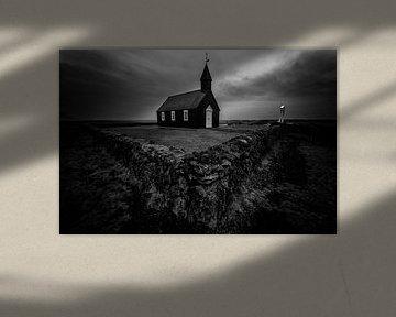 Zwarte kerk (Búðir) in Iceland van Michael Bollen