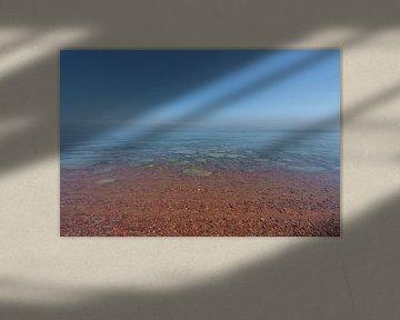 Issyk Kul meer met stenen in het water van Mickéle Godderis