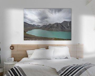 Ala Kul meer met gletsjer van Mickéle Godderis