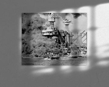 Ein kleines Boot rettet Seeleute der 31800 Tonnen schweren USS West Virginia in Pearl Harbor, 7. Dez
