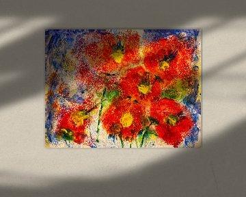 Rote Blüten vor blauem Hintergrund von Klaus Heidecker