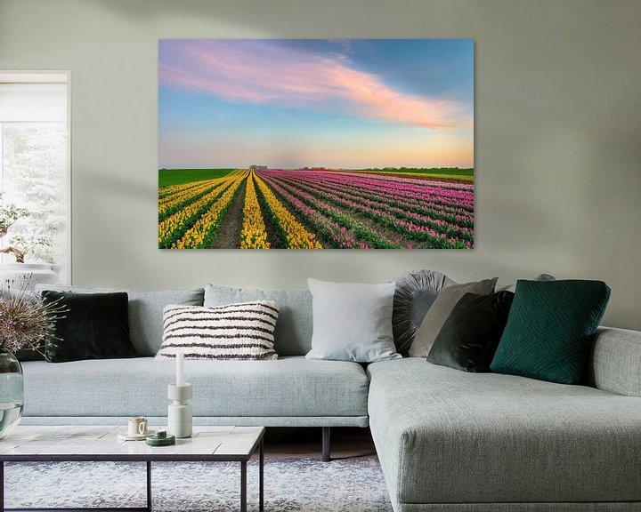 Sfeerimpressie: Tulpenveld aan de Nederrijn van Michael Valjak