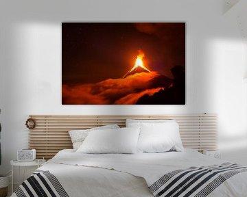 Eruption des Vulkans de Fuego in Guatemala über den Wolken