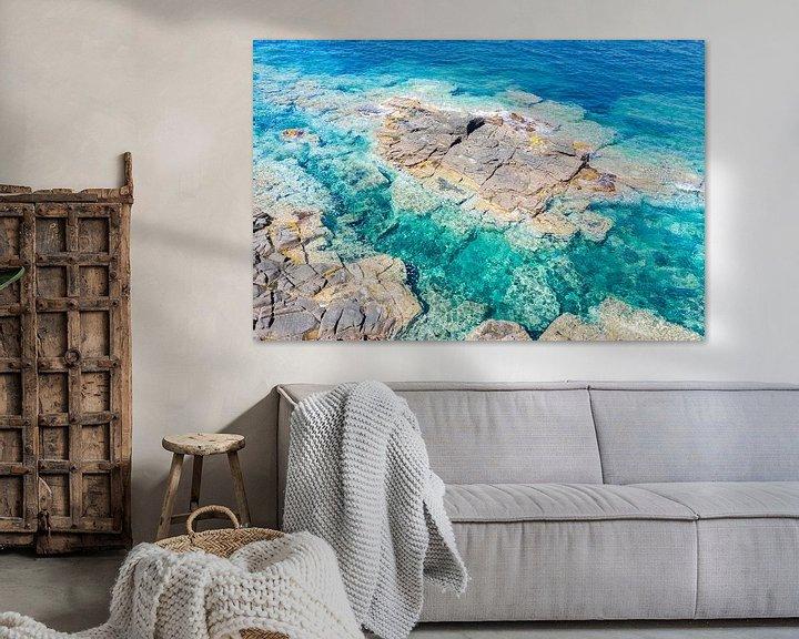 Sfeerimpressie: Rotsen, kust Sardinië van Bernardine de Laat