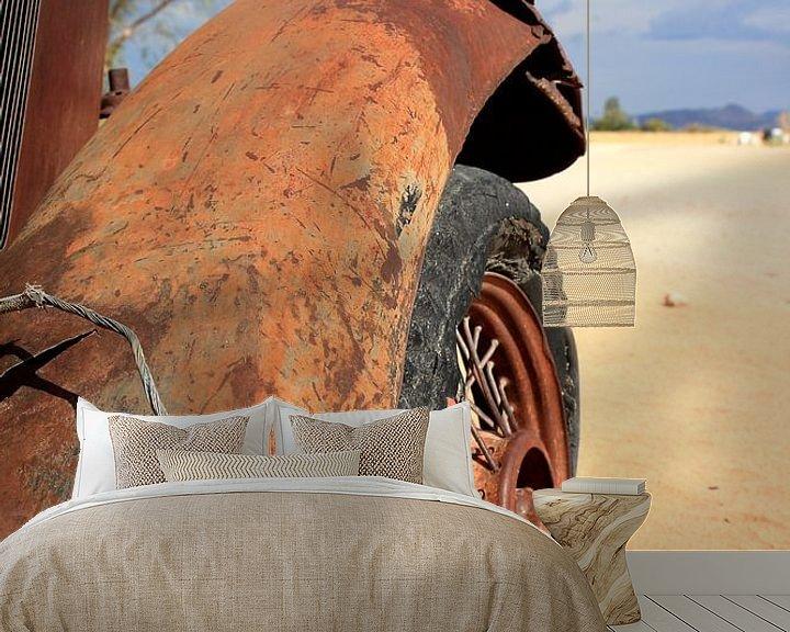 Beispiel fototapete: Verrostetes und verlassenes Oldtimer-Wrack in der Wüste von Bobsphotography