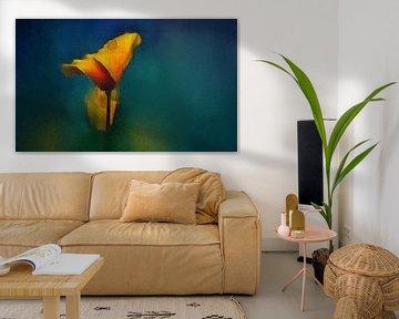 Stilleben mit Blume. von Yolanda Bruggeman