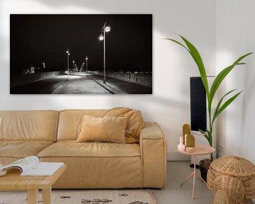 Maastricht - Sankt-Servatius-Brücke - launisch schwarz-weiß I von Teun Ruijters