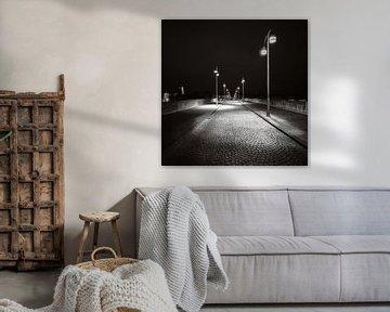 Maastricht - Sankt-Servatius-Brücke - launisch schwarz-weiß II von Teun Ruijters