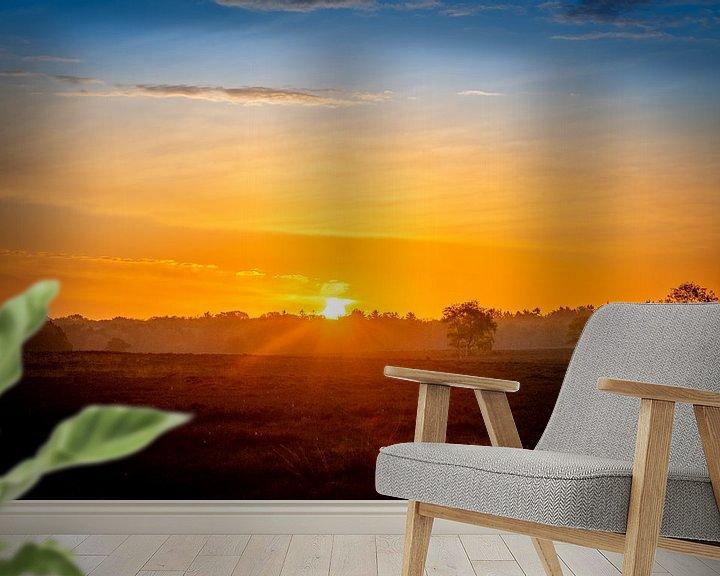 Sfeerimpressie behang: Kleurenspektakel, zonsopkomst van Wendy van Kuler