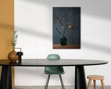 Orangene Blume in Vase von Jenneke Boeijink