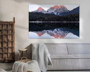 Berglandschap reflectie in het water - Blindsee, Oostenrijk