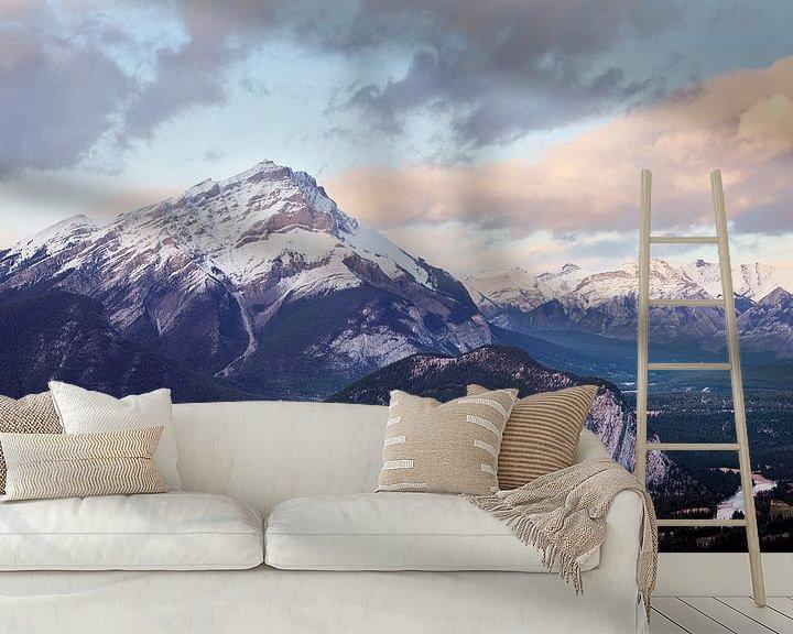 Sfeerimpressie behang: Cascadeberg boven Banff van Graham Forrester