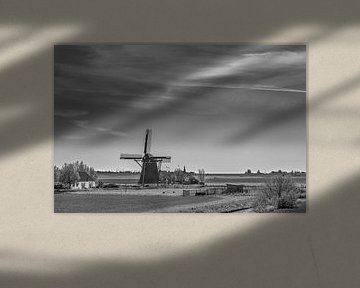 Moulin à vent dans le paysage frison juste à la sortie de Workum sur Harrie Muis