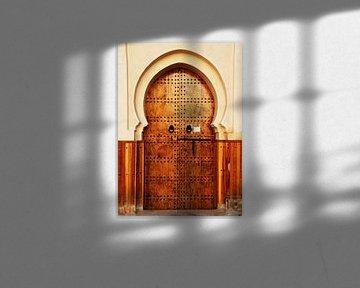 Braune Holztür in Marokko von Homemade Photos