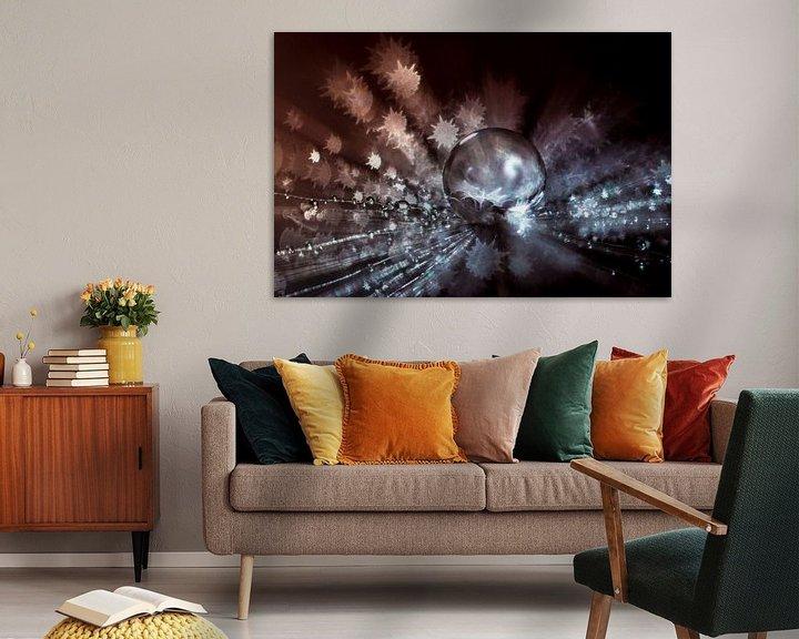Sfeerimpressie: Water druppel op een pluisje met stervormige bokeh van Bert Nijholt