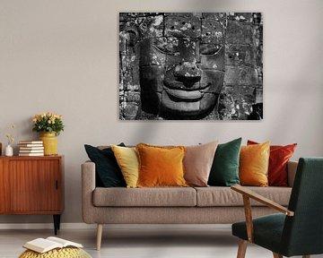 Lachende koning kunstwerk Bayon tempel in Siem Reap van Maurits van Hout