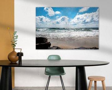 Magnifique plage avec un affleurement rocheux au premier plan sur Bianca ter Riet