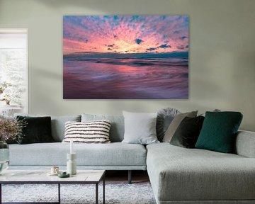 roze zonsondergang , strand Wijk aan Zee van Aldo Sanso