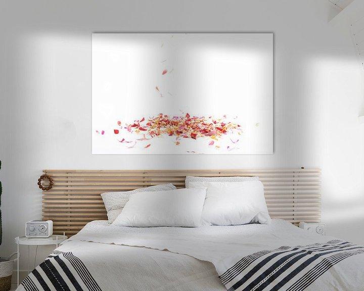 Sfeerimpressie: vallende bloemblaadjes van Anita Visschers