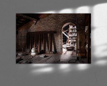 Verlassene Keramikfabrik. von Roman Robroek