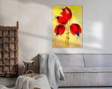 Vier Mohnblumen vor gelbgrünem Hintergrund von Klaus Heidecker