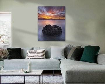 Broken Egg bij Sunrise- Moeraki van Keith Wilson Photography