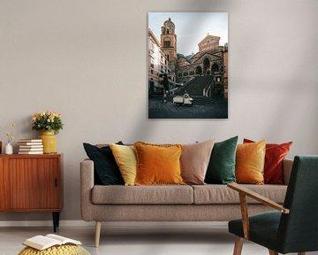 De Kathedraal (Kerk) en trappen van Amalfi op een vroege ochtend voordat de toeristen aankwamen.