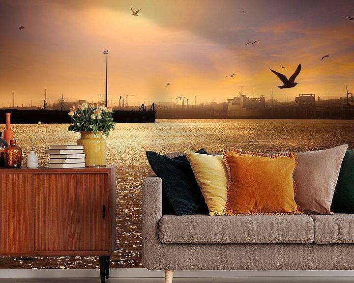 Sfeerimpressie behang: 0777 Evening in the Harbour van Adrien Hendrickx