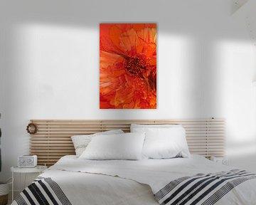 Mischtechnik mit verschiedenen Blumen in Orange. von Therese Brals