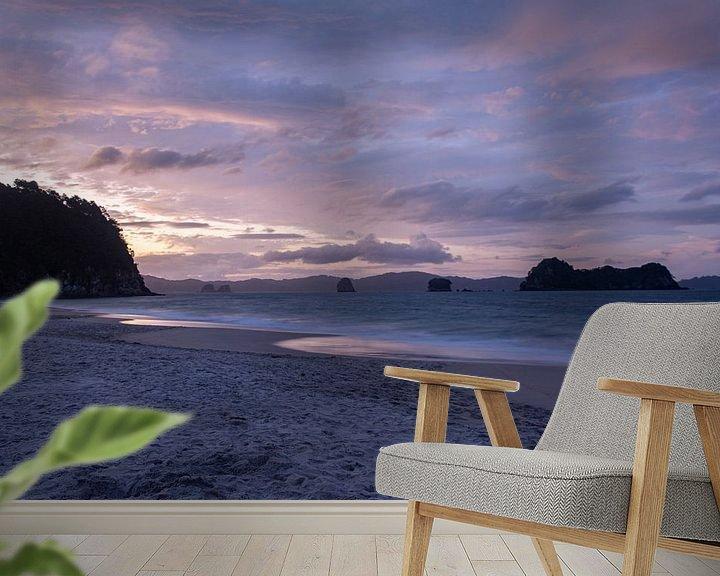 Sfeerimpressie behang: Hahei Beach sunset van Ton de Koning