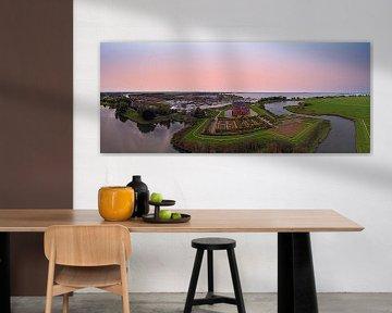 Luftpanorama des Muiderslot in den Niederlanden bei Sonnenuntergang von Nisangha Masselink