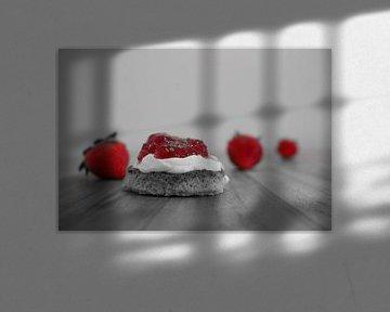 Scones mit Clotted Cream und Erdbeermarmelade von Raúl Klunder