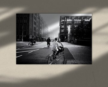 Radfahrer durchqueren die Straßen von Amsterdam von Friso Kooijman