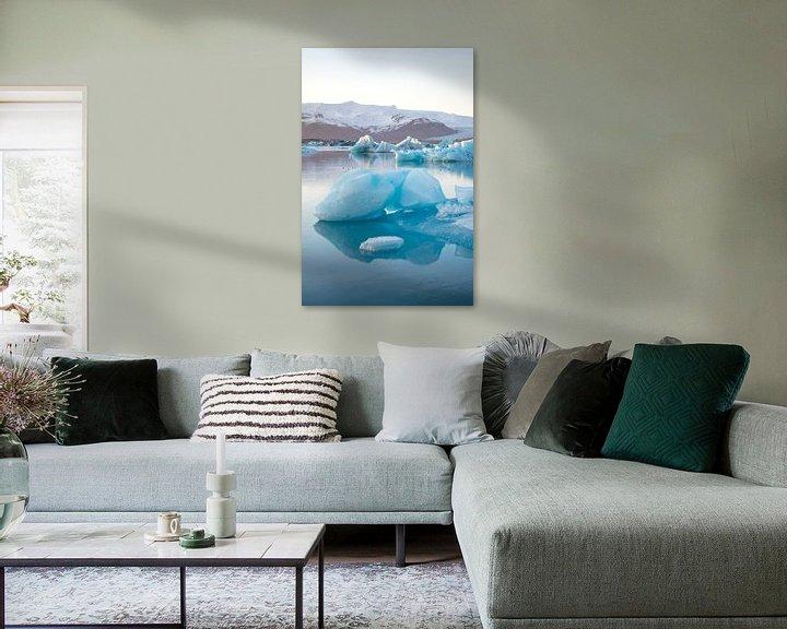 Sfeerimpressie: Jökulsárlón Gletsjer meer met ijsschots, Ijsland van Elles van der Veen