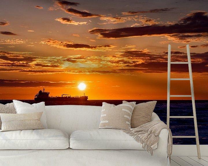 Sfeerimpressie behang: Schip bij zonsondergang van Edwin Benschop
