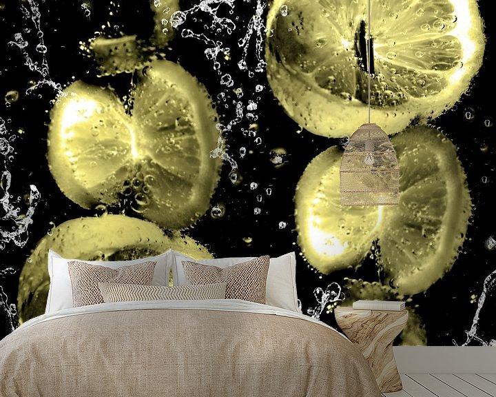 Beispiel fototapete: im Wasserglas - Zitronen am Spiess von Christine Nöhmeier