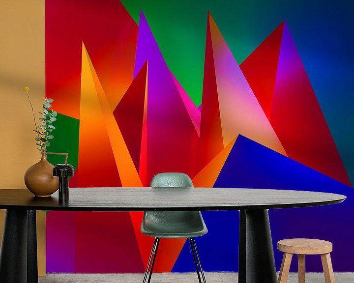 Sfeerimpressie behang: Kubistisch kunstwerk met een compostitie van 3d driehoeken van Pat Bloom - Moderne 3D, abstracte kubistische en futurisme kunst