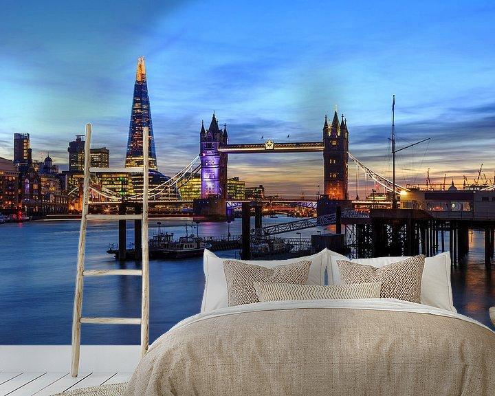 Sfeerimpressie behang: London Skyline met Tower Bridge van Frank Herrmann