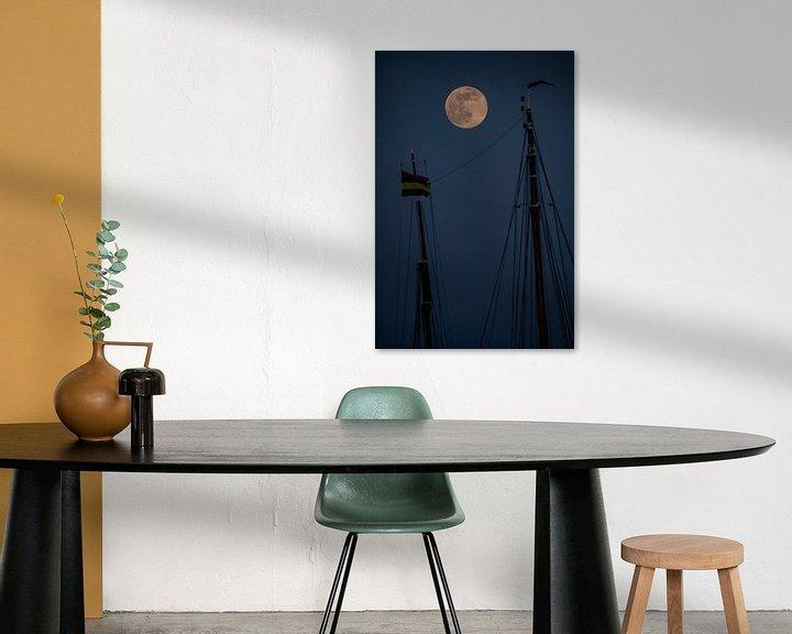 Sfeerimpressie: Volle maan tussen 2 masten van Marjolein van Roosmalen